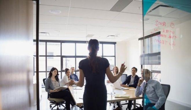 Ήμερα της Γυναίκας: Υποεκπροσώπηση των γυναικών σε ηγετικές θέσεις επιχειρήσεων
