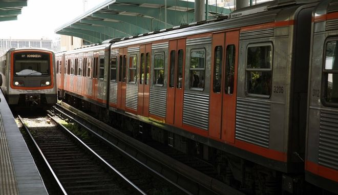 Στιγμιότυπο από σταθμό του ηλεκτρικού (φωτογραφία αρχείου)