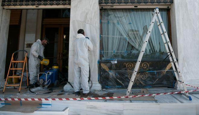 Εργάτες επί το έργον στο ξενοδοχείο Μεγάλη Βρετάνια