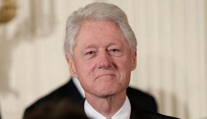 Μπιλ Κλίντον: 'Δεν θα αμείβομαι για τις ομιλίες μου αν βγει πρόεδρος η Χίλαρι'