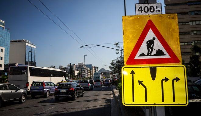 Ακινητοποιημένα αυτοκίνητα λόγω έργων αποκατάστασης της ασφάλτου