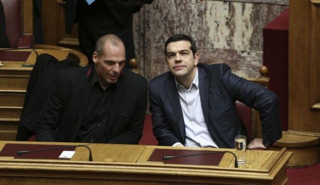 O Αλέξης Τσίπρας και ο Γιάνης Βαρουφάκης την εποχή που ο πρώτος ήταν πρωθυπουργός και ο δεύτερος υπουργός Οικονομικών (Φωτό από το 2015)