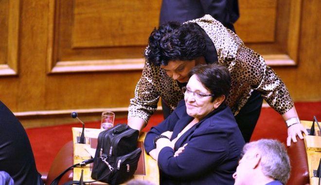 Εγκλωβίστηκε στο ασανσέρ της βουλής η Αλέκα Παπαρήγα