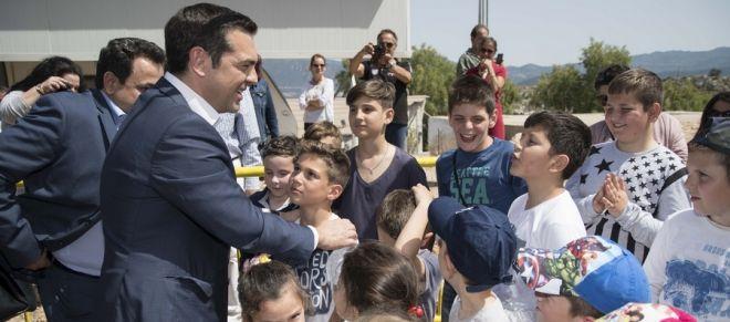 Ο πρωθυπουργός Αλέξης Τσίπρας σε συνάντησή του με κατοίκους στο Καστελόριζο