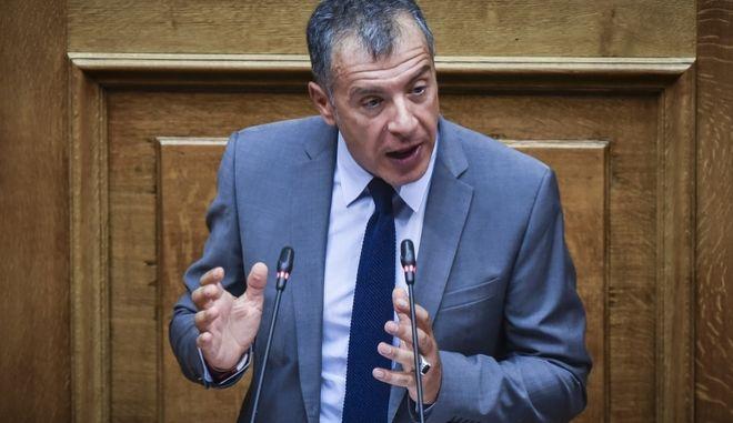 Ο επικεφαλής του Ποταμιού Σταύρος Θεοδωράκης, στην προ ημερησίας διατάξεως συζήτηση για την οικονομία, τις αποφάσεις του Eurogroup και τις δεσμεύσεις που ανέλαβε η κυβέρνηση, την Πέμπτη 5 Ιουλίου 2018. (EUROKINISSI/ΤΑΤΙΑΝΑ ΜΠΟΛΑΡΗ)