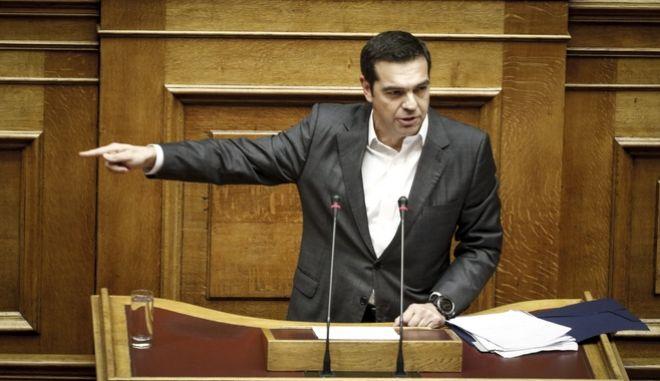 """Ο πρόεδρος της ΝΔ Κυριάκος Μητσοτάκης στην ομιλία του για την επερώτηση 13 Βουλευτών της Νέας Δημοκρατίας με θέμα:""""Πώληση Βλημάτων του Ελληνικού Στρατού Ξηράς και Αεροπορικών Βομβών της Ελληνικής Πολεμικής Αεροπορίας στη Σαουδική Αραβία με Διακρατική Συμφωνία"""" (EUROKINISSI/ΓΙΩΡΓΟΣ ΚΟΝΤΑΡΙΝΗΣ)"""