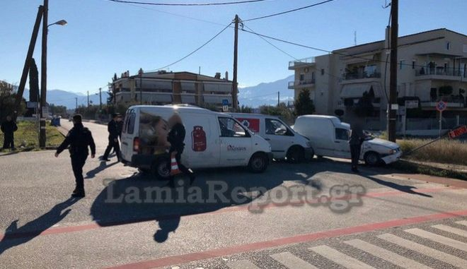Πανικός στη Λαμία: Πέρασε το 'στοπ' και συγκρούστηκε με βαν που μετέφερε φιάλες υγραερίου