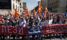 Ο πρωθυπουργός Ζόραν Ζάεφ συμμετέχει σε διαδήλωση υπέρ της επικύρωσης της συμφωνίας των Πρεσπών, στα Σκόπια. Το πανό γράφει: «Προχώρα μπροστά ευρωπαϊκή Μακεδονία». 16 Σεπτεμβρίου 2018