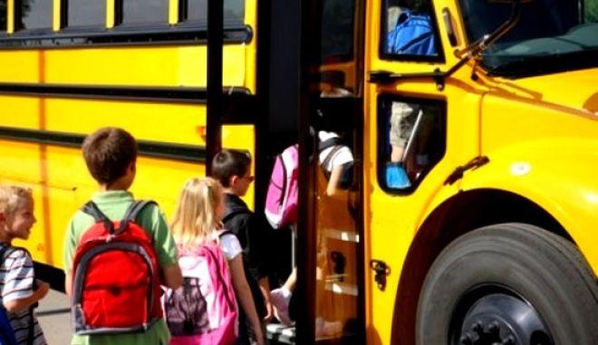 Υπουργείο Εσωτερικών: 9,5 εκατ. ευρώ στις περιφέρειες για τη μεταφορά μαθητών