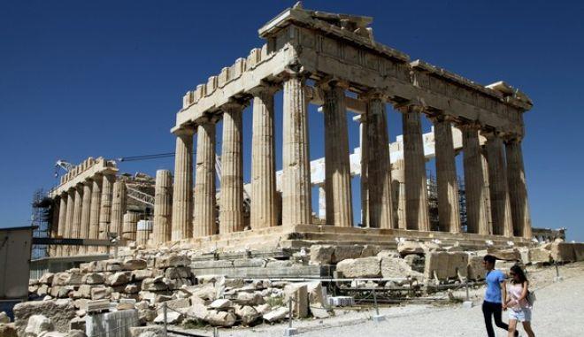 Ακρόπολη τουρίιστες επισκεπτονται τον ναο του παρθενωνα . Κυριακή 17 Αυγούστου 2014 (eurokinissi Παναγόπουλος Γιάννης)