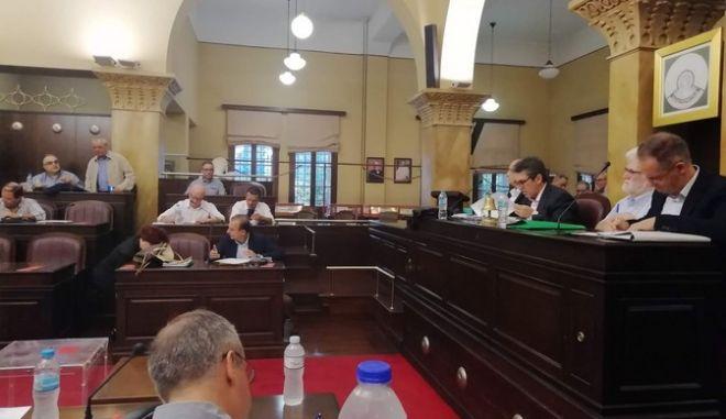 Ιωάννινα: Εργαζόμενοι και συνδικαλιστές διέκοψαν την πρώτη συνεδρίαση του νέου δημοτικού συμβουλίου