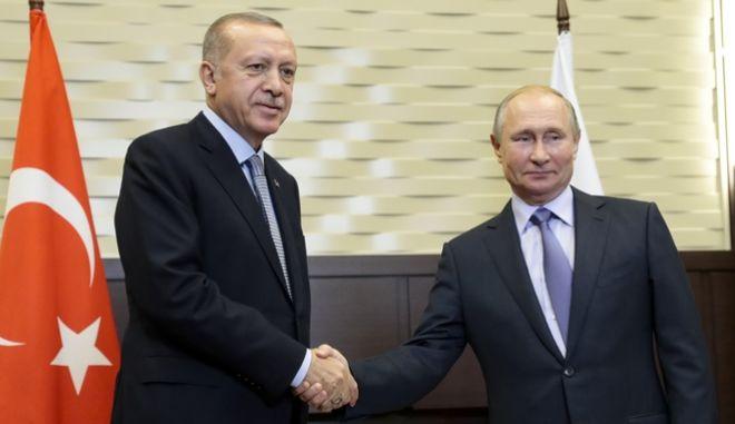Από τη συνάντηση του Ρώσου προέδρου με τον Τούρκο ομόλογό του στο Σότσι.