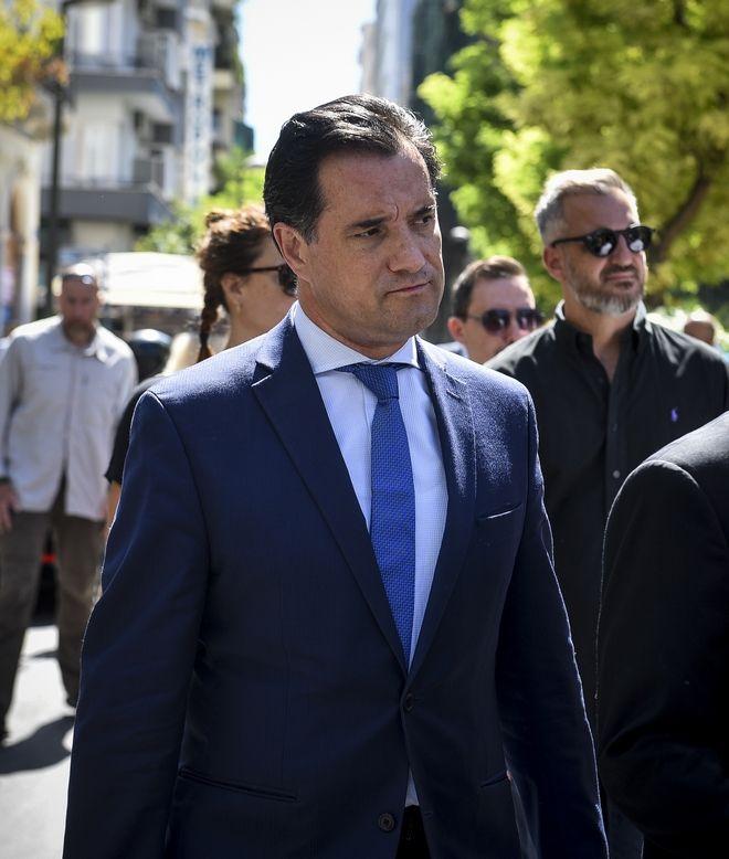 Ο Αδωνις Γεωργιάδης στην κηδεία του Σωκράτη Σ. Κόκκαλη
