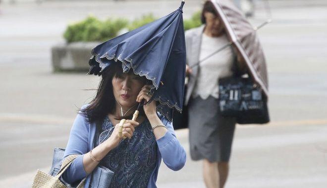 Εννέα νεκροί και εκατοντάδες τραυματίες από το πέρασμα του τυφώνα Τζέμπι στην Ιαπωνία