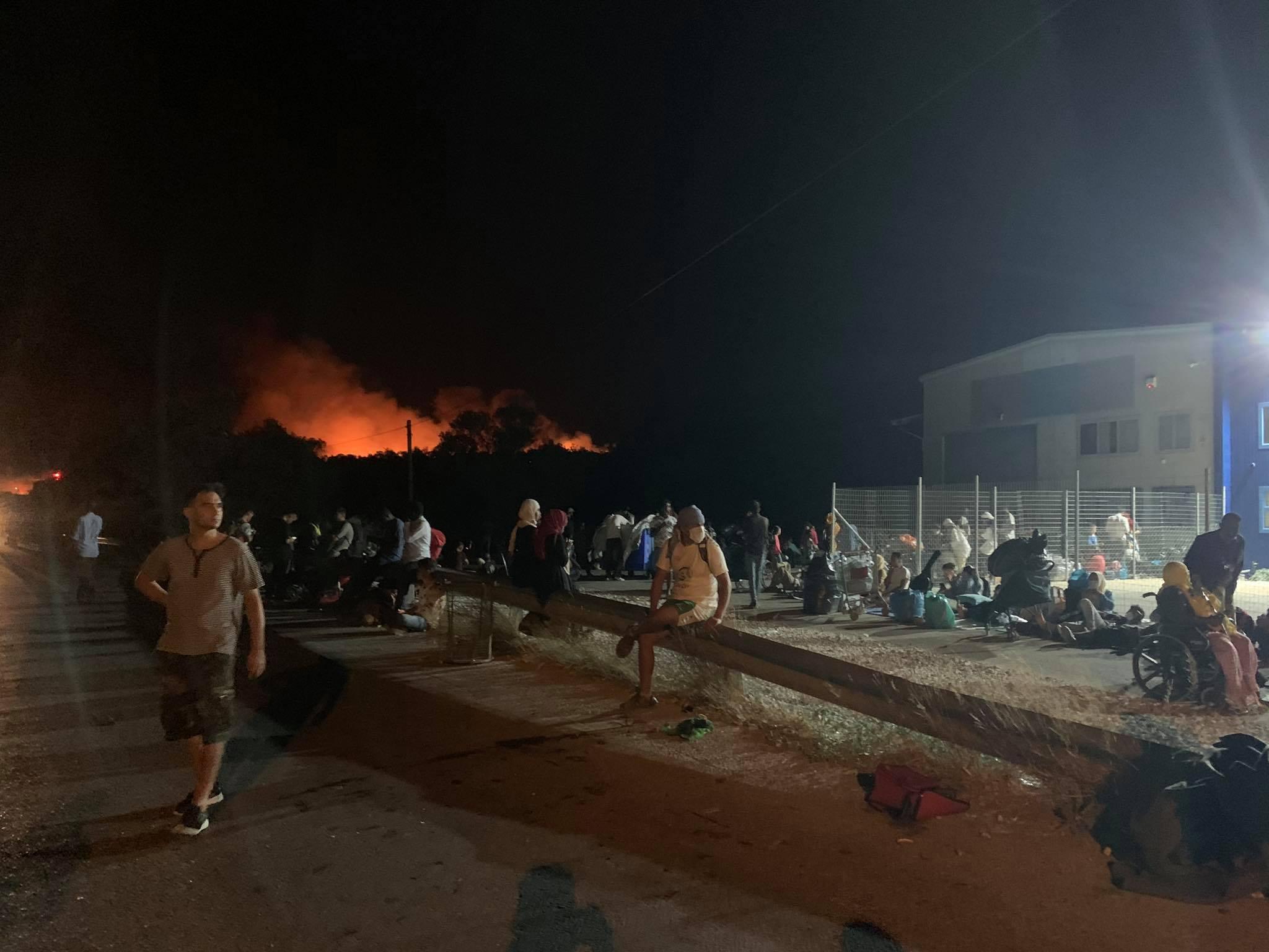 Μια νύχτα στη Μόρια: Πρόσφυγες και μετανάστες στο δρόμο -