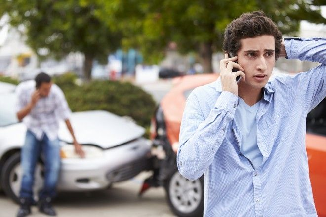 Τα 5 πράγματα που πρέπει να κάνεις σε περίπτωση που τρακάρεις