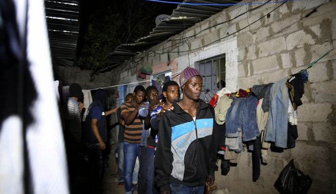 Οκτώ μετανάστες, εκ των οποίων 6 παιδιά, νεκροί από ασφυξία σε φορτηγό στη Λιβύη