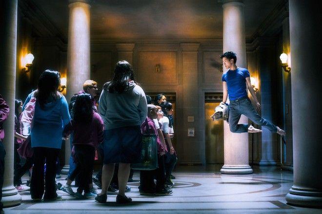 Χορευτής αψηφά το νόμο της βαρύτητας και το αποτέλεσμα είναι μοναδικό