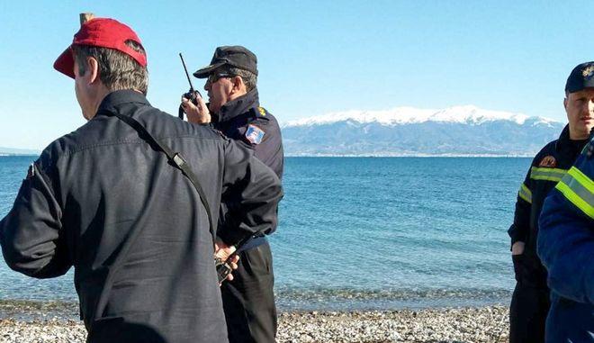 Σκάφη του Λιμενικού και ψαρόβαρκες ερευνούν την θαλλάσια περιοχή στο Κρυονέρι Μεσολογγίου