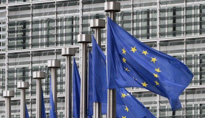 Σημαίες της Ευρωπαϊκής Ένωσης στα κεντρικά γραφεία της Κομισιόν στις Βρυξέλλες