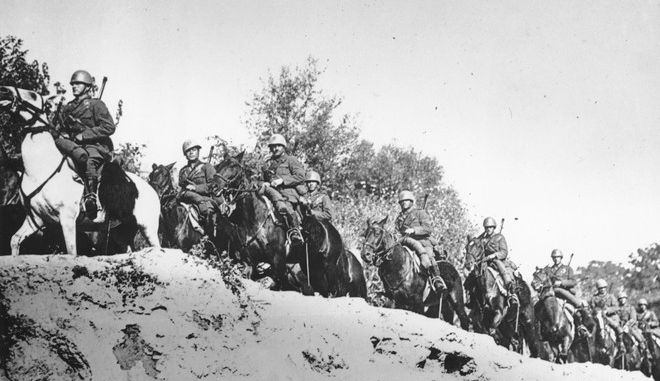 Ιταλικά στρατεύματα περνούν τα αλβανικά σύνορα προς την Ελλάδα στις αρχές Οκτωβρίου του 1940