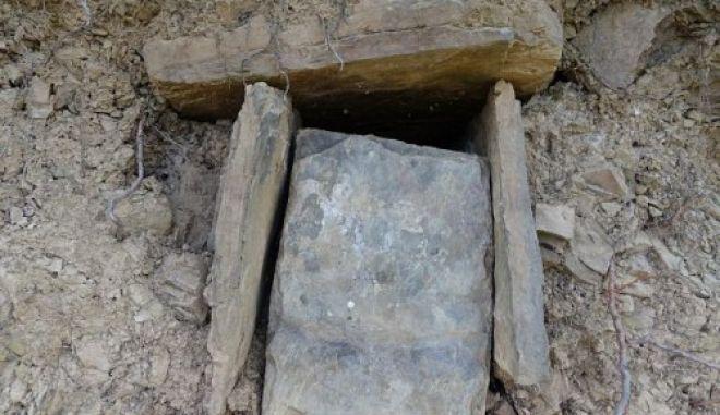 Ζαγοροχώρια: Νεαροί ανακάλυψαν κατά τύχη βυζαντινό τάφο δίπλα από γήπεδο μπάσκετ