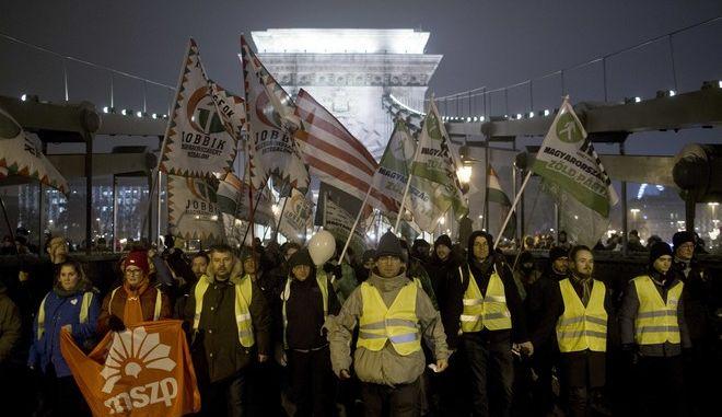 Διαδηλωτές στο κέντρο της Βουδαπέστης κατά της κυβέρνησης Όρμπαν