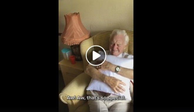 Η ανεκτίμητη αντίδραση 94χρονου χήρου, όταν του έδωσαν μαξιλάρι με την εικόνα της συζύγου του