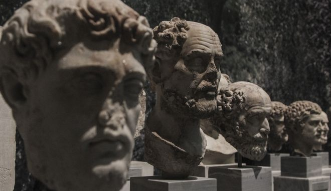 """Στιγμιότυπο από την περιοδική έκθεση ¨Ανδριανός και Αθηνά. Συνομιλώντας με έναν ιδεατό κόσμο"""" στο Εθνικό Αρχαιολογικό Μουσείο"""