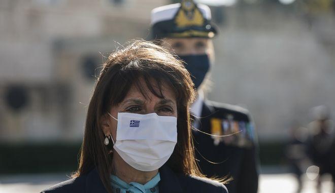 Κατάθεση στεφάνου από την Πρόεδρο της Ελληνικής Δημοκρατίας, στο Μνημείο Άγνωστου Στρατιώτη, για την Ημέρα των Ενόπλων Δυνάμεων