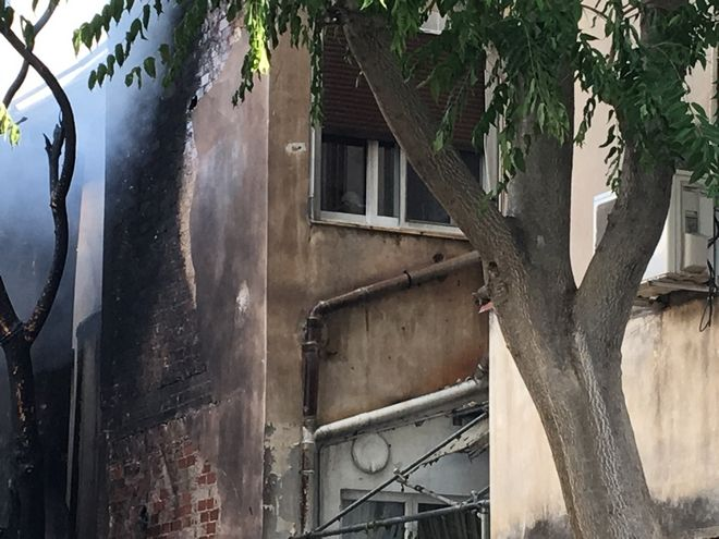 Φωτιά σε αποθήκη βιοτεχνίας ηλεκτρικών ειδών στο Περιστέρι