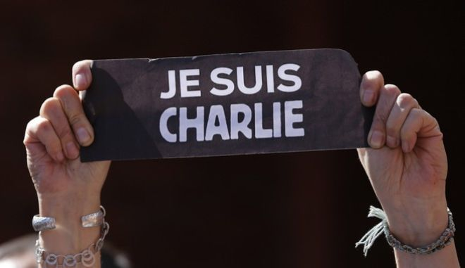 """Je suis Charlie"" - Έκφραση αλληλεγγύης στα θύματα της επίθεσης ισλαμιστών εξτρεμιστών στο περιοδικό Chralie Hebdo το 2015"
