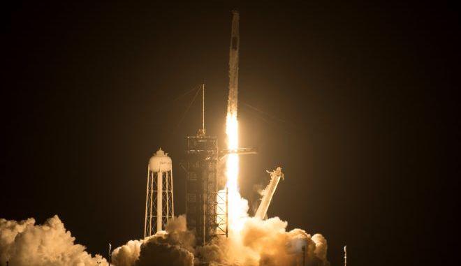 Η απογείωση του πυραύλου Falcon-9