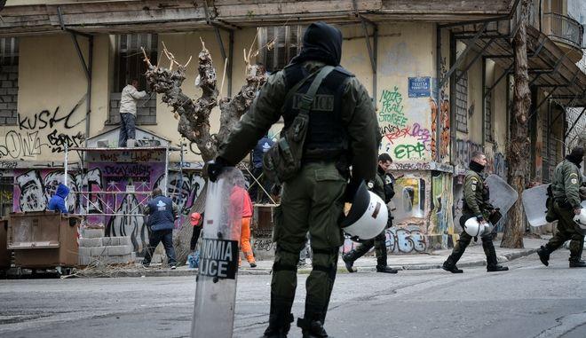Αστυνομικός στα Εξάρχεια (ΦΩΤΟ ΑΡΧΕΙΟΥ)