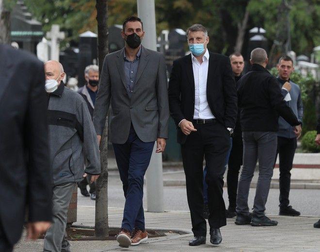 Ο Θοδωρής Παπαλουκάς με τον Δήμο Ντικούδη στην κηδεία του Ντούσαν Ίβκοβιτς