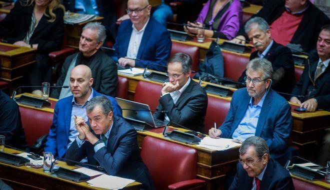 Στιγμιότυπο από τη συζήτηση για την ψήφο εμπιστοσύνης στη Βουλή
