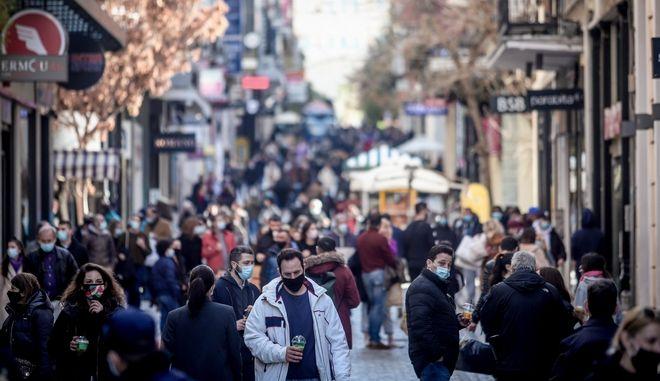 Στιγμιότυπα από την αγοραστική κίνηση στην οδό Ερμού