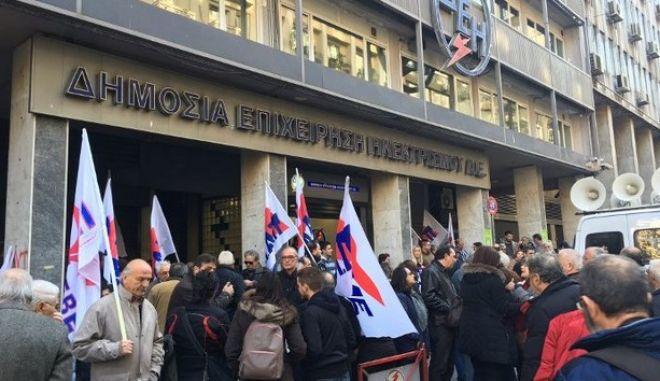 Διαμαρτυρία του ΠΑΜΕ για τις διακοπές ρεύματος σε καταστηματάρχες και καταναλωτές