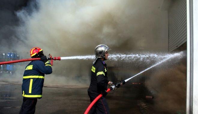 ΑΡΓΟΣ-Πυρκαγιά στις εγκαταστάσεις της Ένωσης Αγροτικών Συνεταιρισμών Αργολίδας «Εσπερίδες» στην περιοχή της Νέας Κίου σημειώθηκε το απόγευμα της  Τετάρτης 31 Αυγούστου. Στο σημείο ενεργούν ισχυρές δυνάμεις της πυροσβεστικής προσπαθώντας να την ελέγξουν.(Eurokinissi-ΠΑΠΑΔΟΠΟΥΛΟΣ ΒΑΣΙΛΗΣ)