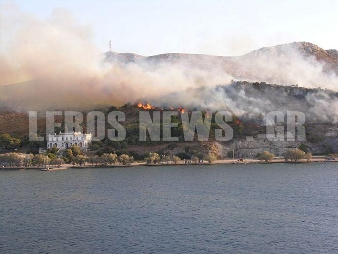 Πυρκαγιά στη Λέρο απειλεί το Hotspot και τα κτίρια του Κρατικού θεραπευτηρίου