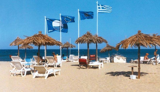 Στις τρεις πρώτες θέσεις παγκοσμίως παραμένουν οι ακτές της Ελλάδας