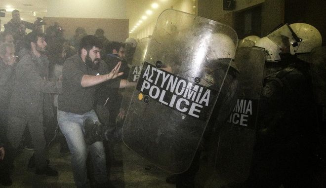 Protest rally against the launch of electronic auctions in Athens, Greece on November 29, 2017. /         , 29  2017
