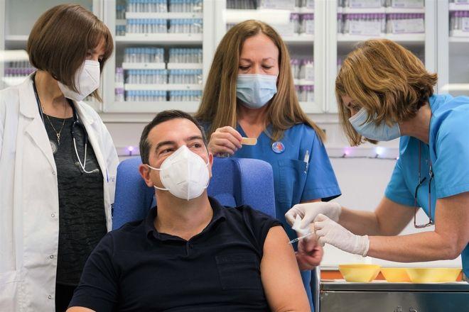 Τσίπρας: Ανασφάλεια από τις παραλείψεις της κυβέρνησης, όχι από το εμβόλιο