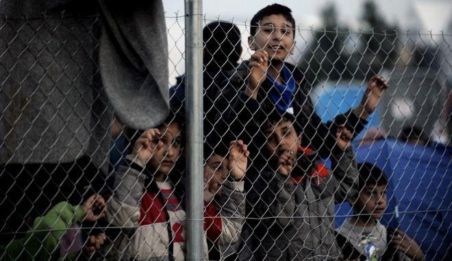 Πάνω από 7000 πρόσφυγες και μετανάστες βρίσκονται εγκλωβισμένοι στην ουδέτερη ζώνη στην Ειδομένη,καθώς τα σύνορα με την ΠΓΔΜ παραμένουν κλειστά.Ο καταυλισμός πλέον είναι ασφυκτικά γεμάτος και οι σκηνές απλώνονται μέσα στα χωράφια,Τρίτη 1 Μαρτίου 2016 (EUROKINISSI/ΤΑΤΙΑΝΑ ΜΠΟΛΑΡΗ)