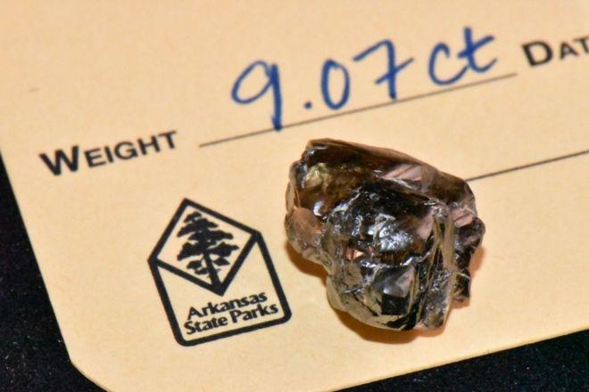 Ο Κέβιν Κινάρντ βρήκε το δεύτερο μεγαλύτερο διαμάντι στην 48χρονη ιστορία του πάρκου του Κρατήρα των Διαμαντιών