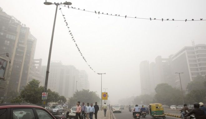"Birds sit on electric wires surrounded by smog in New Delhi, India, Wednesday, Nov. 8, 2017. A thick gray haze enveloped India's capital on Wednesday as air pollution hit hazardous levels. The Indian Medical Association said New Delhi was in the midst of a ""public health emergency"" and appealed to the city government to halt sports and other outdoor activities in schools. (AP Photo/Manish Swarup)"