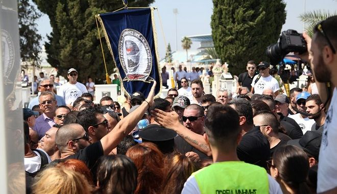 Ο Αρχιεπίσκοπος Κύπρου χαιρετίζει την είσοδο των εθνικιστών του ΕΛΑΜ στη Βουλή