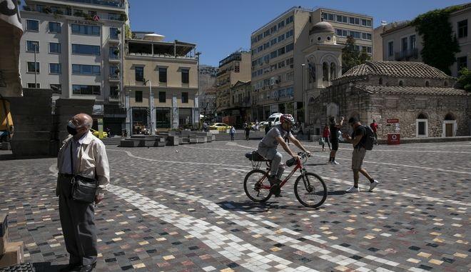 """Κορονοϊός: """"Εκτόξευση"""" ιικού φορτίου σε Αττική και Θεσσαλονίκη"""