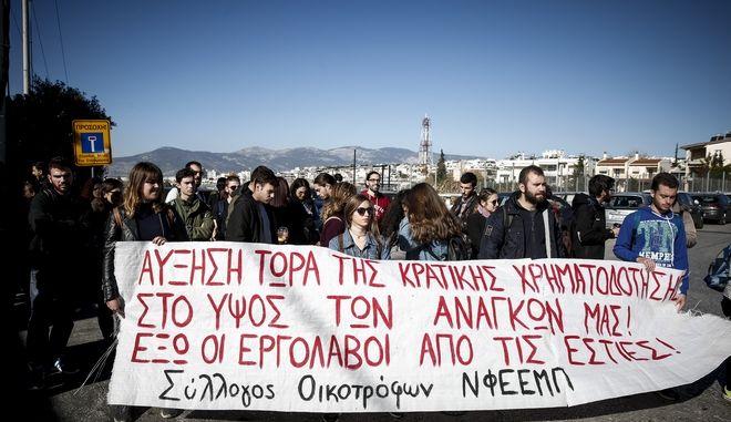 Συγκέντρωση διαμαρτυρίας έξω από το υπουργείο Παιδείας, πραγματοποιούν 11 σύλλογοι οικότροφων φοιτητών και σπουδαστών, την Παρασκευή 15 Δεκεμβρίου 2017. (EUROKINISSI/ΣΤΕΛΙΟΣ ΜΙΣΙΝΑΣ)