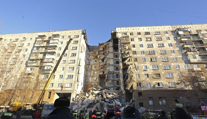Τραγωδία στη Ρωσία, όπου κατέρρευσε πολυκατοικία λόγω διαρροής αερίου